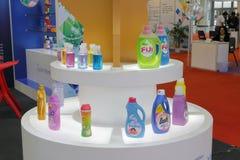 液体的洗衣店和其他洗涤剂 免版税库存照片
