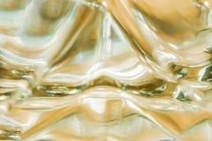 液体行动,宏观背景的抽象表示法玻璃表面上的 免版税库存照片
