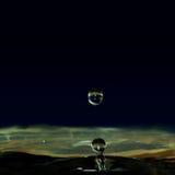 水滴液体,水滴形成了一根小柱子 库存图片