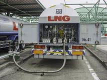 液化天然气卡车装填 图库摄影