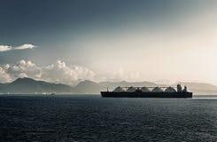 液化天然气液化天然气有五辆坦克的特立尼达和多巴哥载体船 库存照片