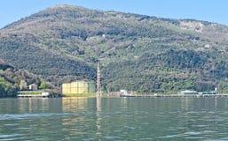 液化天然气终端细节la spezia海湾的  免版税库存图片