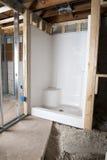 新的卫生间淋浴间,住所改善 免版税库存照片
