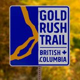 淘金热足迹,不列颠哥伦比亚省的路标 免版税库存照片