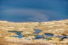 淡水死海和小水坑的看法  免版税库存图片