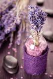淡紫色、禅宗石头和海运盐 免版税图库摄影