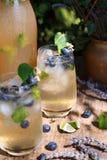 淡紫色和蓝莓冰鸡尾酒,夏天Limonade 图库摄影
