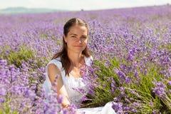 淡紫色的女孩 图库摄影