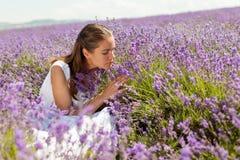 淡紫色的女孩 免版税库存图片