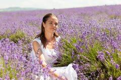 淡紫色的女孩 免版税库存照片