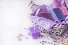 淡紫色花,油,盐 秀丽温泉概念 您的题字的地方 免版税图库摄影