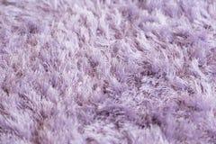 淡紫色蓬松地毯纹理特写镜头 免版税库存照片