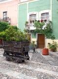 淡色殖民地家在瓜纳华托州,墨西哥 免版税库存图片