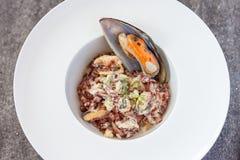 淡菜用青纹干酪和红色米 免版税库存照片