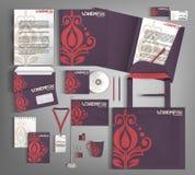 淡紫色公司本体 设置与红色和米黄设计元素 皇族释放例证