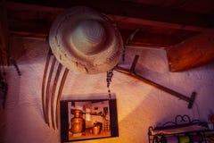 淡紫色农田劳工传统工具在普罗旺斯 免版税库存照片