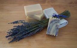 淡紫色和山羊牛奶肥皂四个酒吧  库存图片