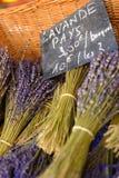 淡紫色在市场上在戈尔代普罗旺斯 免版税库存图片