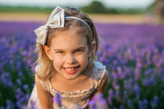 淡紫色女孩 库存图片