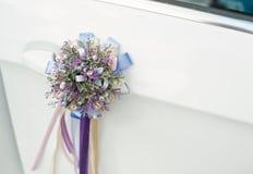淡紫色小花束与丝带的 免版税库存图片