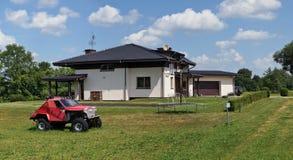 淡紫色村庄在Kiemeliu乡区 免版税库存图片