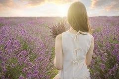 淡紫色浪漫领域妇女 库存照片