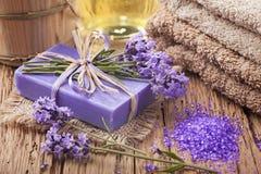 淡紫色温泉治疗 免版税库存照片