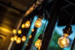 淡黄色的电灯泡 免版税库存照片