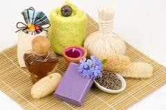 淡紫色自然肥皂,从自然原材料的手工制造肥皂 免版税库存照片