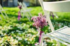 淡紫色花喜欢在婚礼的装饰 免版税库存图片