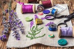 淡紫色花束刺绣 免版税库存照片