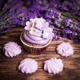 淡紫色蛋糕 免版税库存照片