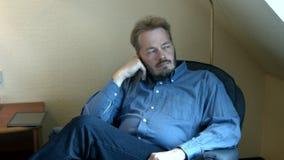深刻的想法的肥胖人 股票录像