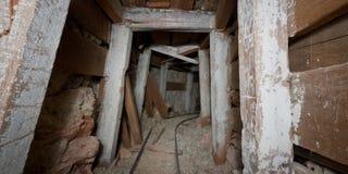 崩溃的矿隧道 免版税库存照片