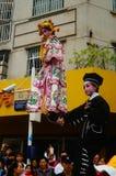 深圳,中国:传统民间piaose游行活动,穿古老服装的孩子齐射舞蹈,非常美好 免版税库存图片