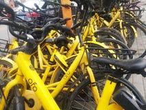 深圳,中国:分享风景的街道自行车 免版税库存图片