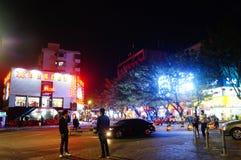 深圳,中国:夜街道场面 免版税库存图片