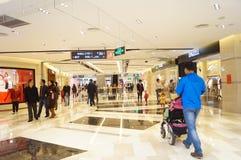 深圳,中国:天鸿队购物广场 免版税库存图片