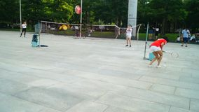 深圳,中国:少妇打羽毛球 影视素材