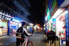 深圳,中国:街道夜风景 免版税库存照片