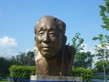 深圳,中国:袁庚雕象在深圳天分公园站立 库存照片