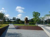 深圳,中国:袁庚雕象在深圳天分公园站立 免版税库存照片