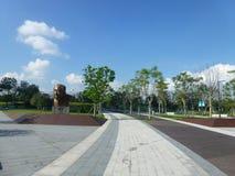 深圳,中国:袁庚雕象在深圳天分公园站立 库存图片