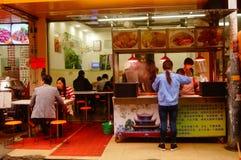 深圳,中国:食物失去作用为了人能吃 免版税图库摄影