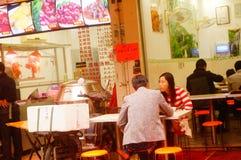 深圳,中国:食物失去作用为了人能吃 免版税库存照片