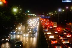 深圳,中国:107国民路的交通风景在晚上 免版税库存照片