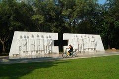 深圳,中国:医疗保健工作者雕塑风景  免版税库存图片