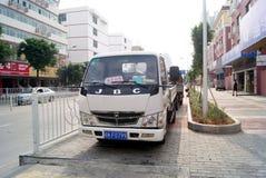 深圳,瓷:侵害交通规则和停车处 免版税库存照片