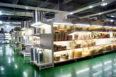 深圳,瓷:厨房供应购物中心 免版税库存图片