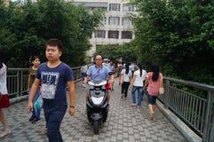 深圳,瓷:步行桥 免版税库存图片